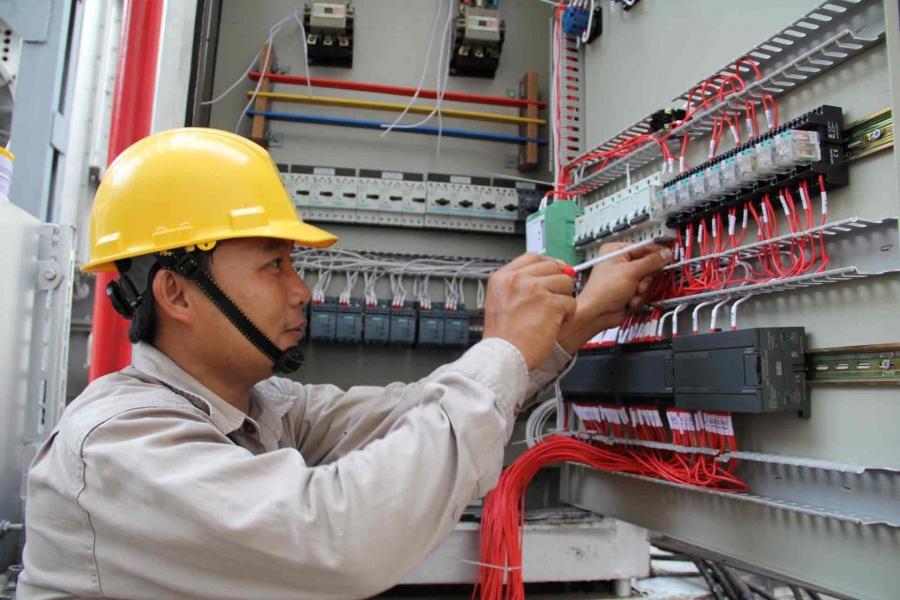 Thợ sửa điện công nghiệp tại TPHCM