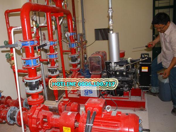 Thợ sửa máy bơm cứu hỏa TPHCM