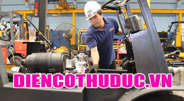 Thợ sửa xe nâng điện